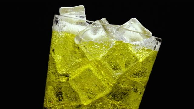 Inca kola in een glas