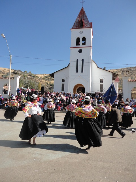 Peruanen aan het dansen