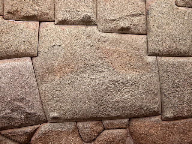 12 hoekige steen