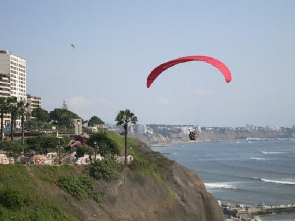 Paragliden Lima